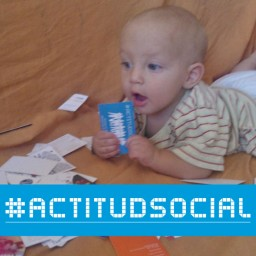 bebe-con-actitud-social